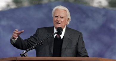 Billy Graham; Preacher To Millions, Adviser To Presidents, Dies At 99