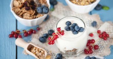 How To Pick A Healthy Yogurt, According To Nutritionists