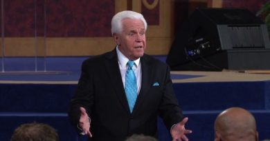 Jesse Duplantis Pledges To Give Away Old Private Jet For A New One
